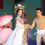'มิน พีชญา' รับบท #นางพญา #บูเช็กเทียน งามสง่ากลางเซ็นทรัลเวิลด์ ผงาดรับตรุษจีน