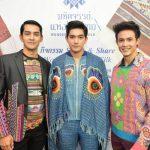 """#พาเหรดแฟชั่น #แพนเค้ก #พระเอก #นางงาม เปิดงาน #มหัศจรรย์แห่งไหมไทย"""" (Wonders of Thai Silk)"""